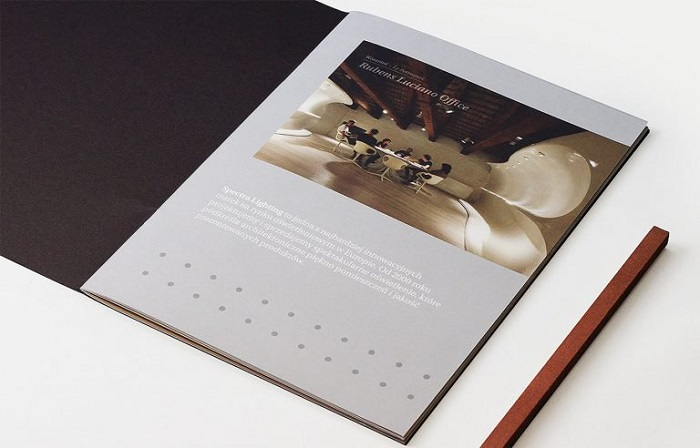 Mẫu catalogue thiết kế lấy cảm hứng từ tạp chí nước ngoài
